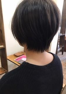 BEFORE&AFTERあり 直毛でも柔らかい質感になるショートボブ